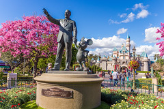 Partners (Jared Beaney) Tags: disney disneythemeparks disneyland disneylandresort disneylandcalifornia disneylandanaheim partnersstatue sleepingbeautycastle