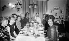 psIMG_0021 (Rune Lind) Tags: johan holmens bilder gamle familiebilder far familieselskap mamma mor judith bror bodø
