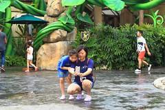 Remembrance (Rajavelu1) Tags: ladies girl kid mother daughter selfi clicking remembrance universalstudio singapore street streetphotography outdoorphotography art travel aroundtheworld people