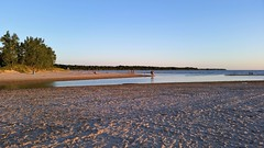 Outlet Beach. 2016-08-02 20:08.37 (Sandbanks Pro) Tags: sandbanksprovincialpark sandbanks outletbeach outletriver lacontario ontario canada parcprovincial provincialpark plage beach sable sand lake lac river riviere t eau water summer nature paysage touristique vacance holiday
