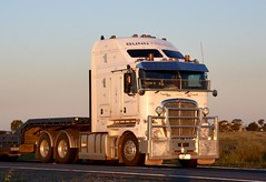 Gunn Freight (quarterdeck888) Tags: kw bigcab kenworth k200 gunnfreight dropdecktrucks transport semi class8 overtheroad lorry heavyhaulage cartage haulage bigrig jerilderietrucks jerilderietruckphotos nikon d7100 frosty flickr quarterdeck quarterdeckphotos roadtransport highwaytrucks australiantransport australiantrucks aussietrucks heavyvehicle express expressfreight logistics freightmanagement outbacktrucks truckies