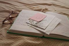 Philosophy (Lopes Lara) Tags: folhas paper glasses plantas papel culos letras caderno cordo palavras lenol writes po anotao