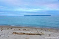 Lake Michigan ... beach log 20141219 (Ken Scott) Tags: sunset usa fall leland log december michigan lakemichigan greatlakes northbeach hdr freshwater voted 2014 leelanau 45thparallel manitouislands sbdnl sleepingbeardunenationallakeshore mostbeautifulplaceinamerica kenscottphotography kenscottphotographycom