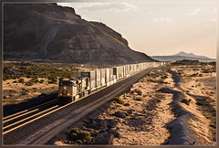 UP 5522, Lakeside (UT) 3.6.2014 (VTZK) Tags: train outside evening utah unitedstates zug lakeside container greatsaltlake unionpacific avond soir trein buiten dehors doublestack