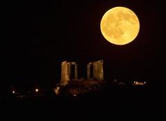 moon rising over Poseidon temple (alexandros9) Tags: moon rising poseidon ancient temple sounion cape attica greece