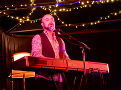 Ben Ford-Davies on Keyboard (mikecogh) Tags: thebarton benforddavies keyboard performance thewheatsheaf inthezone lost singing emotion