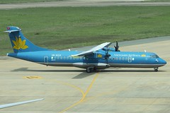 Vietnam Airlines | ATR-72 | VN-B221 (*Charlie Alfa*) Tags: sgn aviation airplane maybay 飞机 비행기 літак avión flugzeug avião 飛行機 เครื่องบิน самолет letoun विमान ਜਹਾਜ਼ ហឹ 飛機 aereo eruplano avion מטוס lentokone αεροπλάνο vliegtuig samolot zrakoplov letalo repülőgép flygplan fly uçak aircraft airliner
