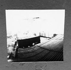 Lineas con fin. Estenopeica (danihurca) Tags: quindio armenia sky techo caja pringles blancoynegro blackandwhite pinholecamera camaraestenopeica pinhole estenopeica
