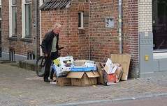 Utrecht (Elisa1880) Tags: utrecht nederland netherlands straat street 1e achterstraat boxes dozen