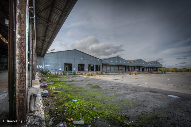 Urbex - Entrepôt déchiré 01