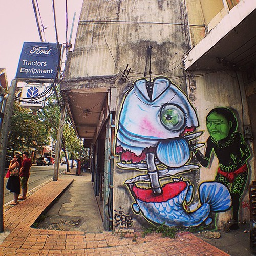 Chiangmai. 2015. With Sanchai local streetartist .#muebon #bon #bbird #bombing #sanchai #streetart #streetartthailand #chiangmaistreetart #chiangmai #fish #graffiti #souledoutstudios  #2015