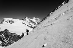Going down (Tobiasvde) Tags: white mountain snow alps schweiz switzerland nikon suisse swiss alpen nikkor wallis vr valais 18105 zwitserland saasfee allalinhorn allalin saastal d7000