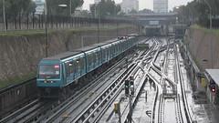Lluvia en el Metro (Transportes Marcometro) Tags: chile santiago lluvia signals neptuno alstom metrodesantiago sanpablo seales sistema transportepublico santiagometro line1 linea1 cbtc mp89 ns93 loprado n2084