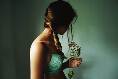 (stardust) Tags: light selfportrait flower luz hair air flor naive aire levitate youarebreakingmyheart