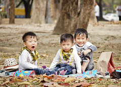 (brave22222) Tags: boy kid twins picnic child kaohsiung   nex   sel55210