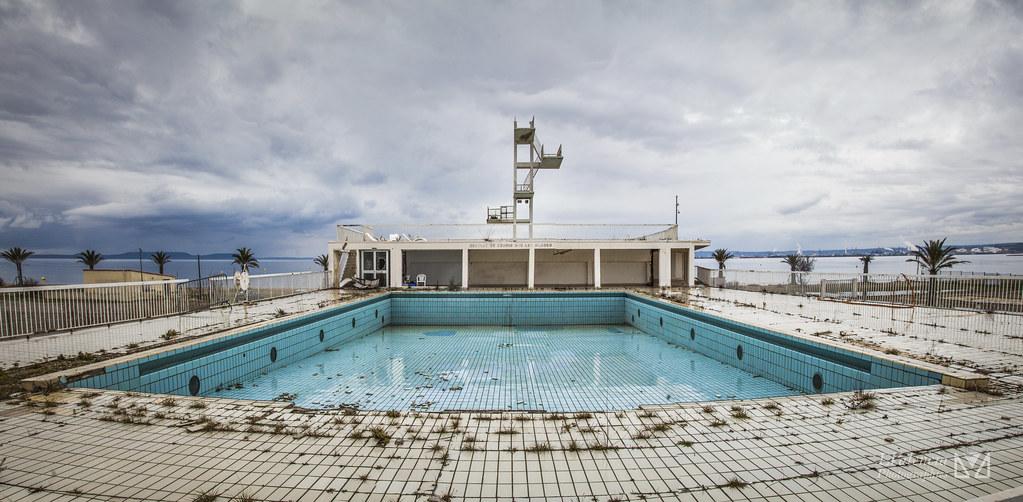 The world 39 s best photos of hautvol and plongeon flickr for Plongeoir piscine