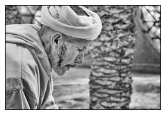 Carefulness (toletoletole (www.levold.de/photosphere)) Tags: street portrait people man portrt morocco mann zagora marokko