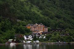 Grande Fjord Hotel (Alfredo Liverani) Tags: norway canon norge ship nave fjord fiord norvegia fiordo geiranger hurtigruten fjorden noreg allaperto motonave polarlys geirangerfjorden 40d canon40d