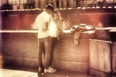 Lungarno (yrotori2) Tags: allaperto streetphoto pleinair fidanzati fiancés amoureux innamorati firenze arno fiume