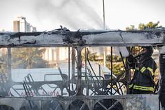 Incendio em onibus Marginal Tiete 12jul2016-135.jpg (plopesfoto) Tags: carros nibus fogo fumaa polcia incndio cet chamas bombeiros marginaltiet passageiros trnsito cobom