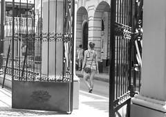 The gate (Luiz Contreira) Tags: street trip travel bw sun southamerica girl canon blackwhite gate colombia mulher streetphotography pb garota cartagena pretoebranco amricadosul fotografiaderua cartagenadeindias colmbia fotgrafosbrasileiros canon6d