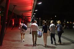 walking back (JeSuisBelfouf) Tags: d610 nikon 50mm architecture colorful couleurs rouge blanc white red night nuit paris