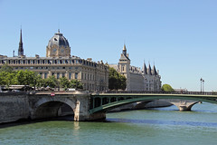 The River Seine and Hpital Hotel-Dieu, Paris (Ronto) Tags: princesscruises caribbeanprincess paris france riverseine hpitalhoteldieu