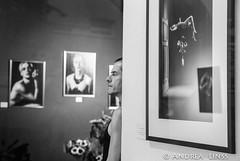 """""""In jedem Traum lauert ein Schmerz""""... (andrealinss) Tags: berlin bw blackandwhite berlinstreet berlinstreets vernissage exhibition theballery uwefriesner mariolotzin injedemtraumlauerteinschmerz andrealinss visionandpictures schwarzweiss street streetphotography streetfotografie"""
