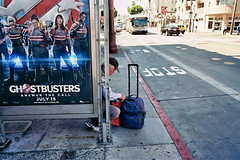 2016-08-20_35MM_SF_Documentary_1600_08A_Web_v1 (CEVANSFILMS) Tags: 2016 35mm ca camerafilmtypemodel documentary places sanfrancisco scanslowquality sf street type luggage oldman