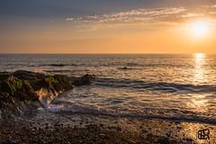 Coucher de soleil -Audresselle - Mer et rochers -1600 (GLX PHOTOGRAPHIES AMATEURS) Tags: europe france nord pasdecalais ctedopale audresselles couleurs mer rochers galets ciel soleil reflet lumire jaune calme nuages guillaume laloux nikon d810