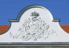 9576 Detail Schloss Frstenberg, Havel; dreiflgeliger Barockbau mit Rokokodekor - erbaut zwischen 1741 und 1752. Witwensitz der mecklenburgischen Herzogin Dorothea Sophie. Das Gebude wurde 2006 an einen privaten Investor verkauft, ist teilweise restauri (stadt + land) Tags: sophie fotos stadt schloss brandenburg bilder frstenberg dorothea havel sehenswrdigkeiten oberhavel bundesland landkreis rblinsee erbaut mecklenburgische herzogin schwedtsee barockbau rokokodekor baalensee witwensitz dreiflgeliger