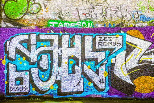 STREET ART AT WINDMILL LANE CHRISTMAS 2014 REF-100878