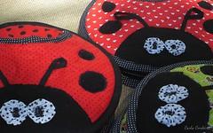 fuxico, bolinhas e ♥ (Carla Cordeiro) Tags: fuxico ladybug feltro patchwork joaninha ♥ potholder viés pegadordepanela