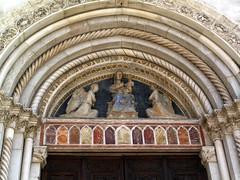 La Basilica di San Benedetto (YIP2) Tags: church square sanbenedetto umbria townsquare norcia montisibillini saintbenedict