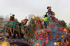 Disneyland Paris - January 2015 - 0360 (Snyers Bert) Tags: park parque paris france mouse la ledefrance euro disneyland magic events disney mickey parade resort fantasy land characters frankrijk vrienden parc parijs fantasyland magie disneylandparis dlp mensen cavalcade plaatsen chessy dlrp marnelavallee magiconparade