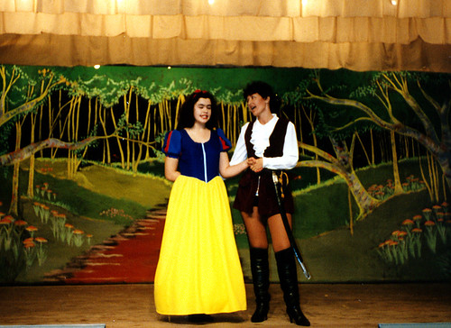 1996 Snow White and the seven dwarfs 04 (from left Kathy Allan, Jill Travis)