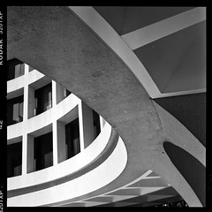 high noon (-{ ThusOriginal }-) Tags: 320txp architecture bw blackandwhite film hasselblad501cm kodak monochrome smithsonianmuseum thusihaveseen thusoriginal
