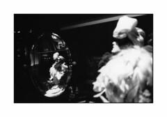 Le Boudoir (Oeil de chat) Tags: bw paris film canon kodak trix nb retro boa reflet boudoir a1 cabaret miroir argentique elegante automate