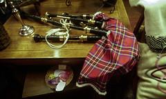 bagpipe at orasay tearoom, isle of skye (violica) Tags: unitedkingdom regnounito scotland scozia highlands skye isleofskye trottenish trottenishpeninsula ebridi hebrides cornamusa bagpipe uig