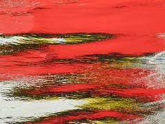 rotes Wasser-eine Reflektion des roten Katamarans, der in Kiel 3 Tage zu Besuch war (evioletta) Tags: lotsenversetztschiff rot spiegelung wasser