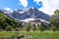 der groe Ahornboden (dretschi) Tags: sterreich tirol eng bergahorn berge bach wolken himmel karwendel