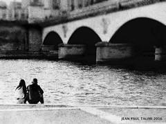 Pres du pont (JEAN PAUL TALIMI) Tags: pont solitude talimi texture bw noiretblanc pontiena iledefrance touristes trocadero lumieres horizon lignes france parisfrance paris