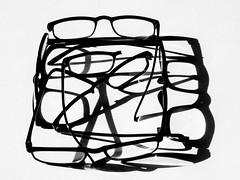 wer den Durchblick behalten will, braucht mehr als eine Brille (Werner Schnell Images (2.stream)) Tags: ws brille brillen durchblick schatten shadows