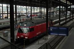 SBB Lokomotive Re 460 118 - 3 mit Taufname Gotthard - Gottardo im neuen Look - Design ( Hersteller SLM Nr. 5685 - ABB - Inbetriebnahme 1995 ) am Bahnhof Basel SBB im Kanton Basel Stadt der Schweiz (chrchr_75) Tags: albumzzz201610oktober christoph hurni chriguhurni chrchr75 chriguhurnibluemailch oktober 2016 hurni161018 bahn eisenbahn schweizer bahnen zug train treno albumbahnenderschweiz2016712 albumbahnenderschweiz schweiz suisse switzerland svizzera suissa swiss re460 re 460 albumsbbre460 sbb cff ffs schweizerische bundesbahn bundesbahnen lok lokomotive chrchr chrigu