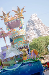 Tiana and the Matterhorn (KingCamification) Tags: disneyland princessandthefrog matterhorn tiana disneylandresort dlr princesstiana disneyprincess matterhornbobsleds soundsational mickeyssoundsationalparade
