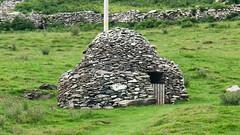 Clochaun (Stefan Jrgensen) Tags: county ireland eagle sony dingle kerry huts mount hut peninsula beehive munster dinglepeninsula countykerry 2014 beehivehuts dinglebay mounteagle a700 beehivehut dslra700 glanfahan clochaun clochauns