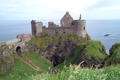 Dunluce Castle (Ren(NL)) Tags: ireland sea castle rock landscape ruin zee ruine landschap kasteel ierland rots dunlucecastle