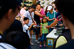 Korea_part_1-337-Edit.jpg (toomanyjons) Tags: street family summer children asia families korea icecream southkorea eastasia icecreamcones koreanpeninsula