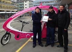 Veloform Media Berlin und Rikscha Taxi Schweiz bauen Partnerschaft aus (prnews24) Tags: kiosk pedicab velotaxi messestand fahrradrikscha bboxx citycruiser1 citycruiser2 electricpedicab mobilewerbemedien outofhomewerbemittel