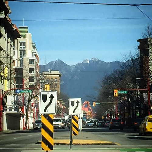 Headed for downtown Vancouver, lovely mountain backdrop #yvr #bc